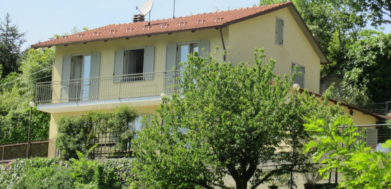 Casa indipendente con giardino e terreno in collina di for Piani di casa contemporanea in collina